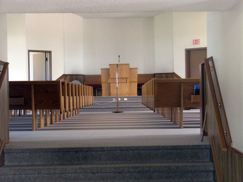 File:Woodlawn-Mennonite-Interior.jpg