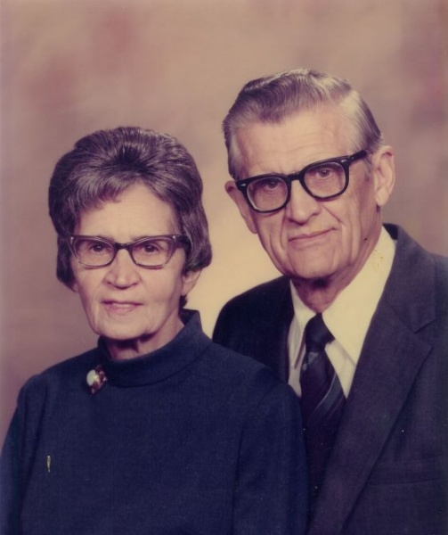 File:J. B. and Nettie Toews 40th.jpg