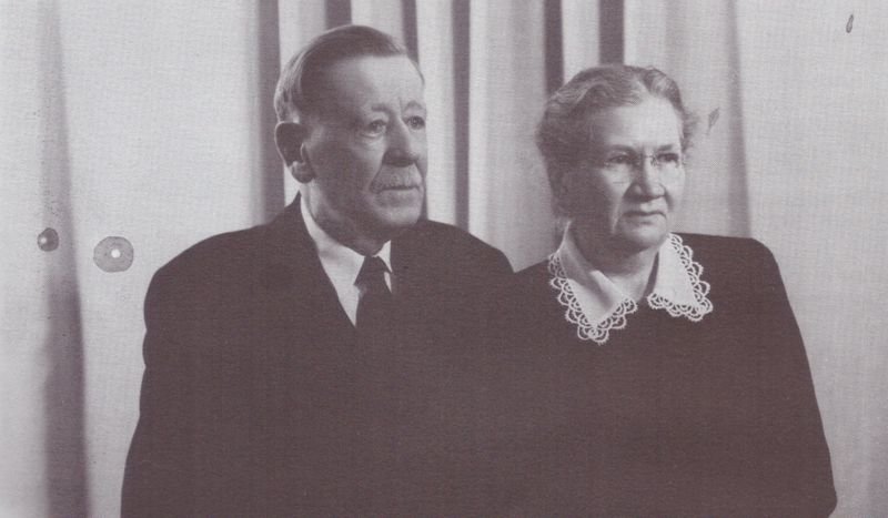 File:Aelt. J.P. and Katharina Klassen.jpg