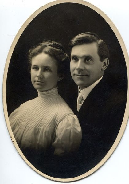 File:Faul and Fannie Whitmer-1908.jpg