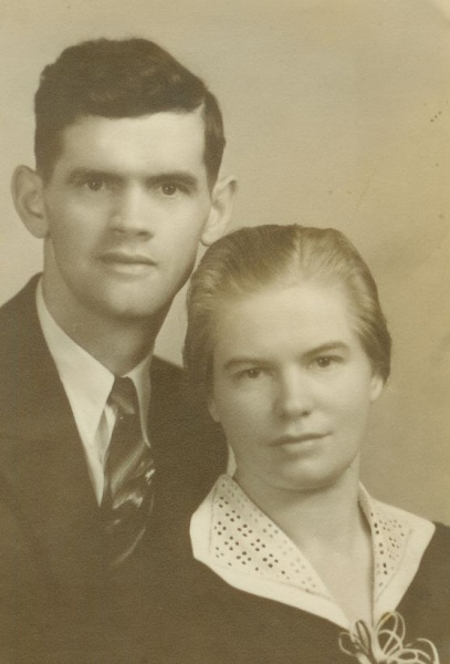 File:J. J. and Lena Toews.jpg